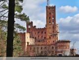Zamek w Stobnicy: Są wyniki postępowania prowadzonego w sprawie w kontrowersyjnej budowli na skraju Puszczy Noteckiej