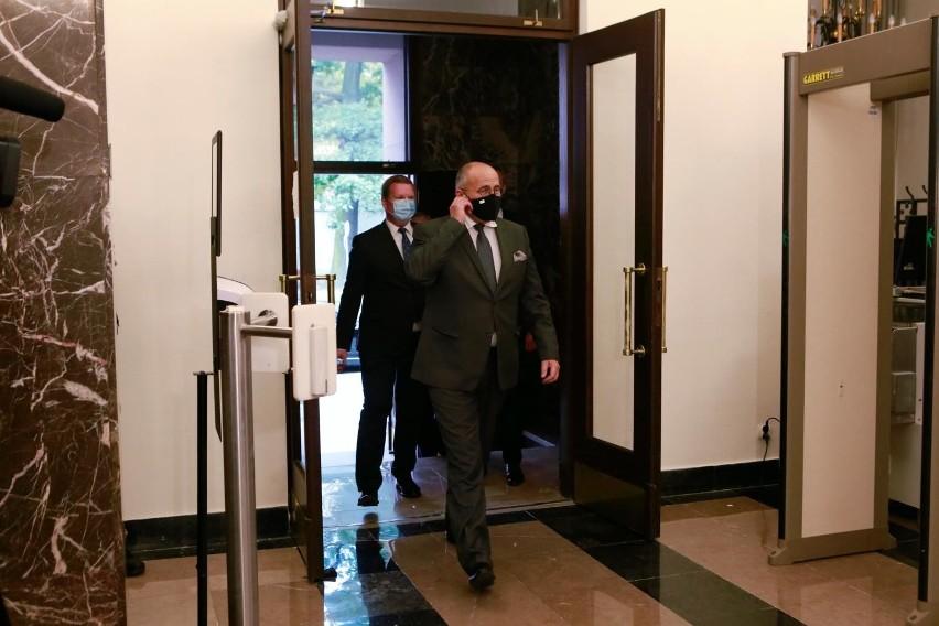 -  Jesteśmy gotowi przygotować z jednej strony sankcje i ten proces już się zaczął, a z drugiej strony taki pakiet unijny dla społeczeństwa białoruskiego- tłumaczył szef polskiego MSZ.