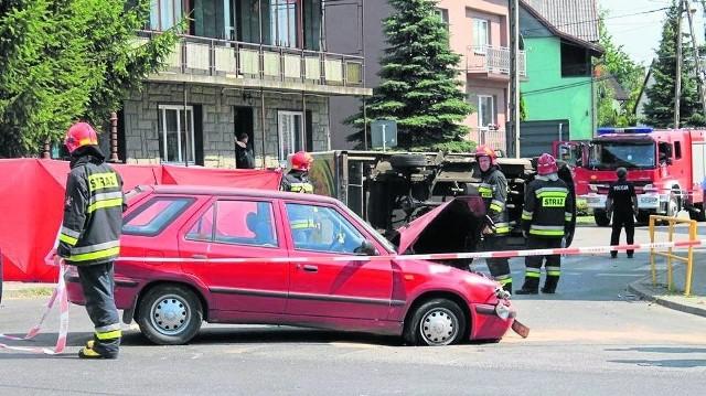 Wypadek w Niegownicach: Do tego tragicznego w skutkach wypadku doszło na skrzyżowaniu drogi wojewódzkiej nr 790 oraz ulicy Kościuszki w Niegowonicach w powiecie zawierciańskim