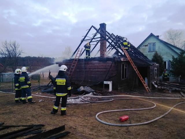 W miejscowości Szyndziel w gminie Sokółka doszło do pożaru budynku mieszkalnego. Straż pożarną poinformowała jedna z sąsiadek.Zdjęcia dzięki uprzejmości:OSP Janów