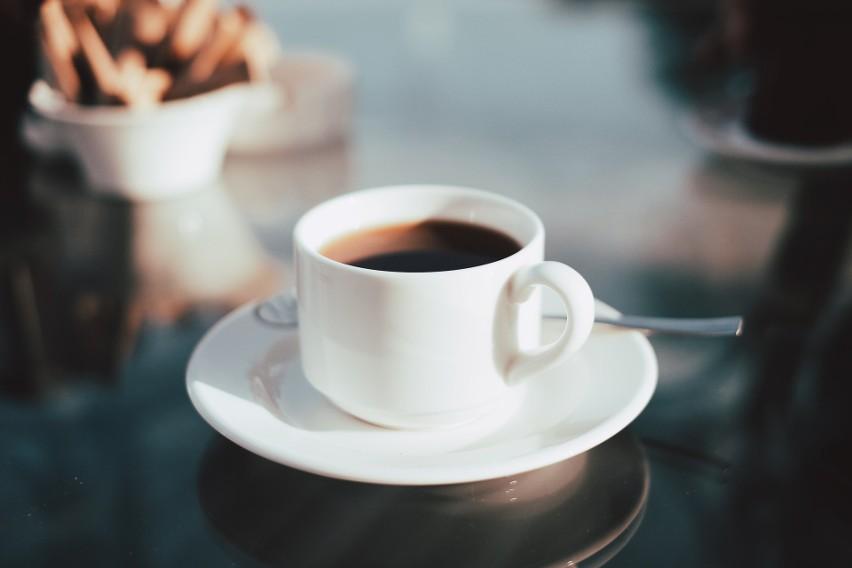 Tolerancja kofeiny jest kwestią indywidualną. Niektóre osoby odczują objawy przedawkowania po wypiciu porcji espresso; inne spożywają bez problemu nawet 6 dziennie