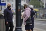 Od kiedy nie będziemy musieli nosić maseczek na dworze? Minister zdrowia podał datę. W środę konferencja dotycząca nowych obostrzeń