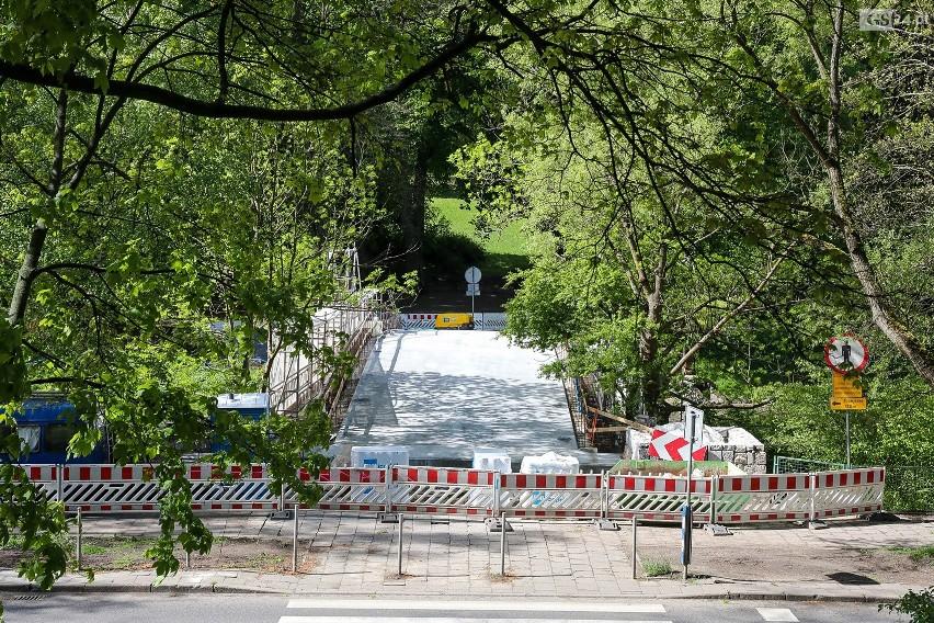Mostek Japoński w Parku Kasprowicza w remoncie.