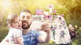 Życzenia i wierszyki na Dzień Ojca 2021 - śmieszne, poważne, obrazki gotowe do wysłania [SMS, Facebook, Messenger]