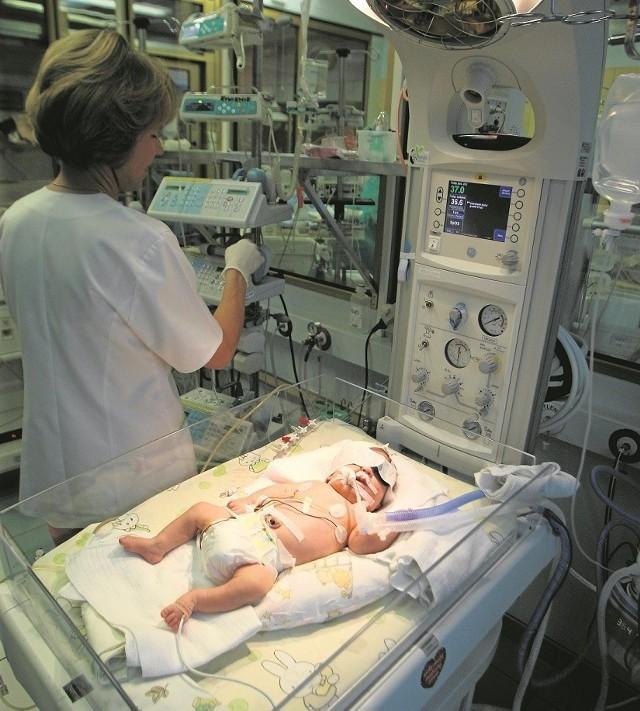 Lekarz w szpitalu może zarobić nawet kilkanaście tysięcy złotych, gdy weźmie np. 300 godzin dyżurów nocnych i świątecznych