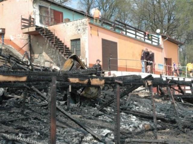 W nocy z 13/14 kwietnia splonela stanica WOPR i restauracja nad Jeziorem Nyskim w Glebinowie.