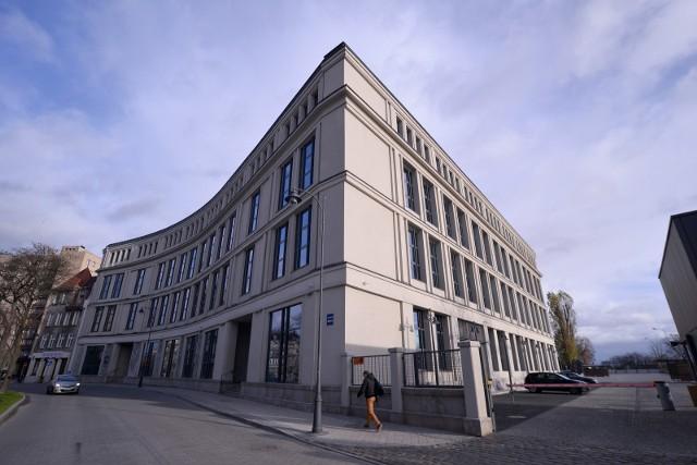 Piechocki i Lubianiec, założyciele LPP, przenieśli akcje spółki do fundacji Semper Simul i Sky. Co oznacza takie działanie?