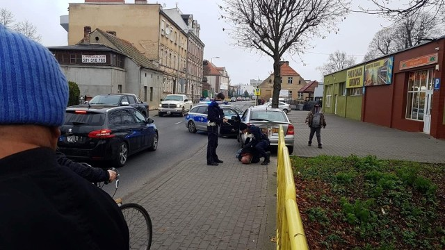 47-latek popełnił dwa wykroczenia, m.in. wyprzedził oznakowany radiowóz na przejściu dla pieszych
