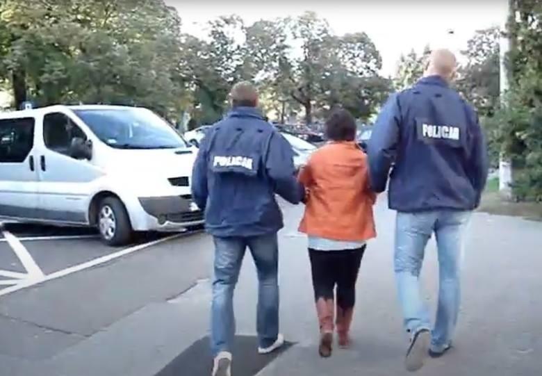Zatrzymanie Elżbiety S. w 2012 i transport do więzienia (ukrywała się przed odbyciem kary)