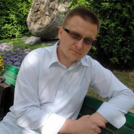 Wojciech Wyszogrodzki. Gorzowianin od urodzenia, czyli od 33 lat. Z wykształcenia italianista. Dziennikarz i tłumacz. Od zawsze lubi coś organizować. W Szkole Podstawowej nr 16 zajmował się wyborem patrona, w I LO był w komitecie organizacyjnym obchodów 60-lecia szkoły, w ramach koła naukowego italianistów UAM w Poznaniu zapoczątkował Tydzień Kultury Włoskiej. Od lutego 2006 do grudnia 2007 był kierownikiem Biura Obchodów 750-lecia Gorzowa.