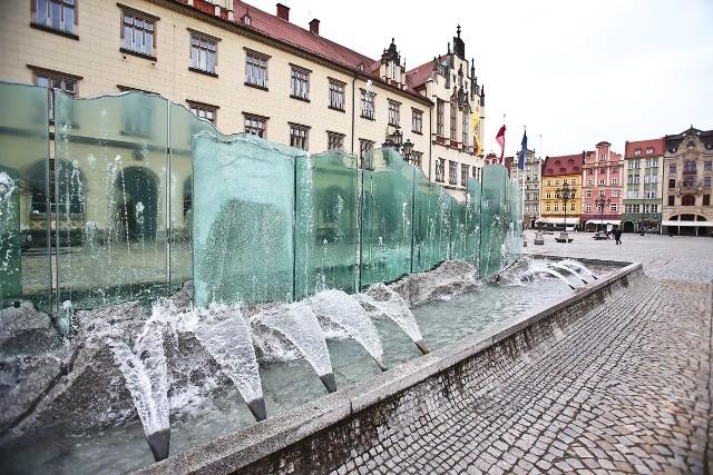 Uruchamianie wrocławskich fontann.