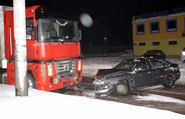 Samochody zderzyły się 28 stycznia ok. 19.30 w Bielsku Podlaskim, na skrzyżowaniu ulic Wojska Polskiego z Wyszyńskiego.
