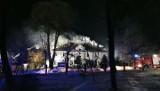 22 zastępy straży pożarnej walczyły z pożarem budynku wielorodzinnego w powiecie tomaszowskim