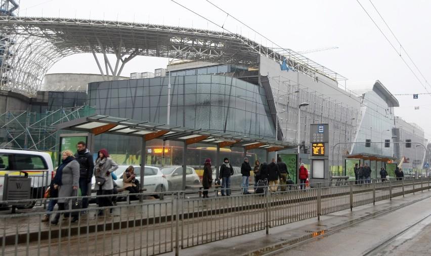 Galeria Wroclavia, z początkiem lutego zdemontowano większość rusztowań. Doskonale widać już efektowną bryłę budynku