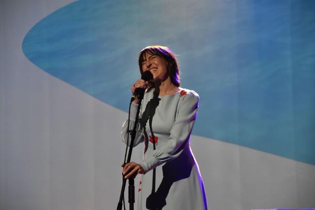 """W MDK Barcin wystąpiła Katarzyna Groniec. Artystka zaśpiewała piosenki z płyty """"Ach"""". Katarzyna Groniec, gość MUZOtoku, o najnowszej swojej płycie pt. Ach!:"""