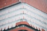 Collegium Altum ukryte pod płachtami. Co dzieje się w wieżowcu Uniwersytetu Ekonomicznego w Poznaniu?