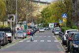 Zmiany na ulicy Swoboda w Poznaniu. Czy zlikwidują miejsca postojowe dla samochodów? To zależy od mieszkańców. Trwają konsultacje