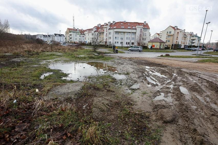 """Działka, na której miałby powstać kościół przy osiedlu """"Nad Rudzianką"""" w Szczecinie"""