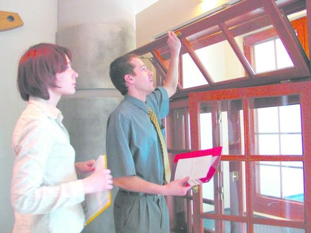 Przed zakupem okna sprawdźmy dokładnie w co jest ono wyposażone i spytajmy o autoryzowaną ekipę montażową.
