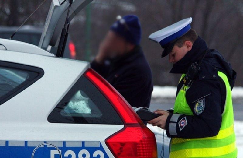 Policja skrupulatnie kontrolowała wszystkich kierowców.