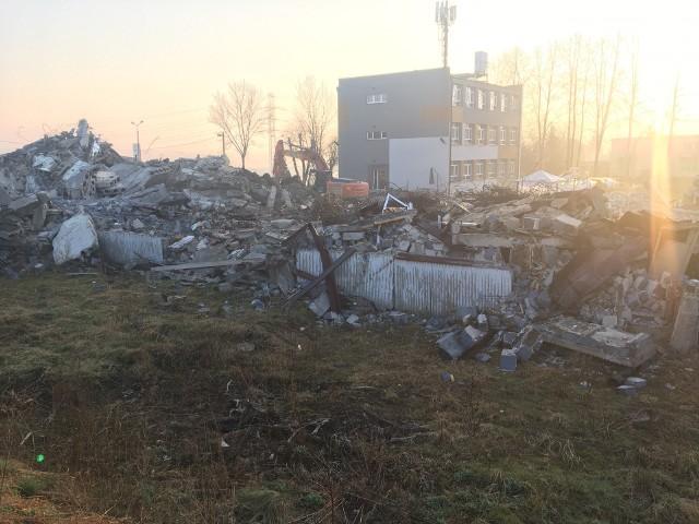 Rozbiórka dawnego budynku po Gimnazjum nr 10 w Sosnowcu. To właśnie tu powstanie ALDI. Zobacz kolejne zdjęcia. Przesuń zdjęcia w prawo - wciśnij strzałkę lub przycisk NASTĘPNE