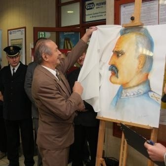 Obraz Marszałka Józefa Piłsudskiego odsłonił jego autor.