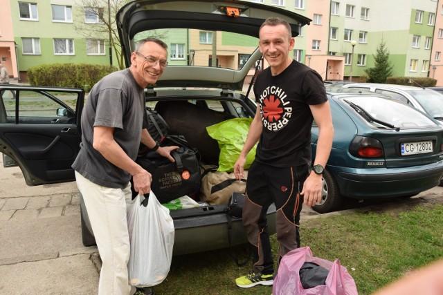 Lech i Wojciech Flaczyńscy ledwo spakowali się do osobowego auta. - Mam nadzieję, że nasze duże plecaki przejdą przez odprawę na lotnisku - śmieje się Wojtek. Wyruszyli w środę. W Himalajach będą przebywali około dwóch miesięcy