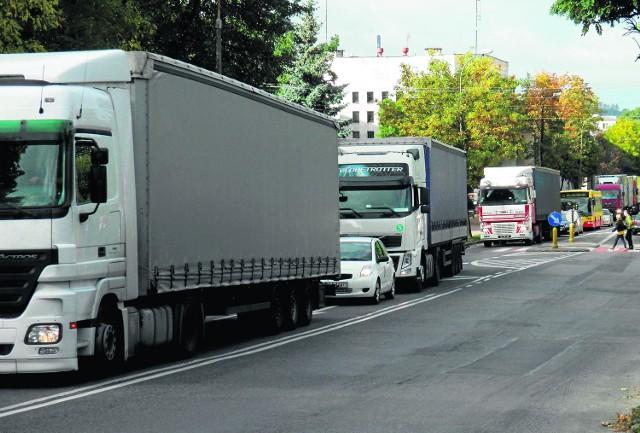 Szybkiej budowy Via Baltiki oczekują mieszkańcy rozjeżdżanej przez tiry Łomży