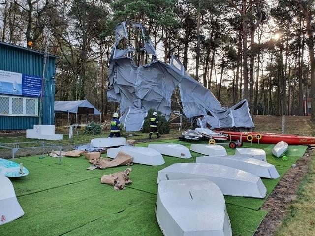 W Sławie uszkodzona została hala namiotowa.