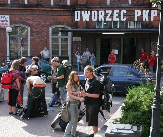 PKP przygotowało dla woodstockowiczów specjalne pociągi. To nimi tysiące fanów przyjadą do Kostrzyna.