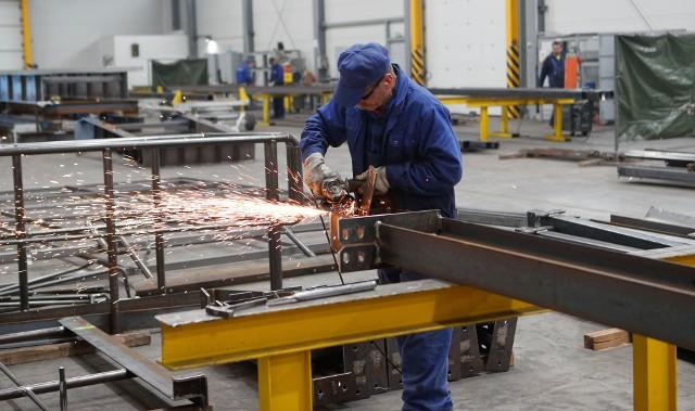 W coraz większym stopniu ludzką pracę zastępują roboty. Krótszy czas pracy jest więc także sposobem przeciwdziałania brakowi pracy dla coraz liczniejszych grup