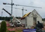 Niezwykły obiekt powstaje w Michniowie. Nowoczesne mauzoleum martyrologi polskiej wsi nabiera kształtów