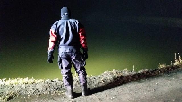 Tragiczne zdarzenie miało miejsce w czwartek – mężczyzna utopił się w czwartek w jednym ze stawów w Kosowie (gmina Kowala). CZYTAJ KONIECZNIE: Mężczyzna utopił się na stawach w Kosowie pod Radomiem