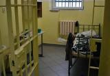 Więzienie w Nowym Sączu od środka. Nie chciałbyś tu trafić! Zaglądamy do celi i na spacerniak 6.02.2021 [ZDJĘCIA]