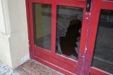 Rozrabiali w centrum Szczecinka. Policja ich ujęła dzięki monitoringowi