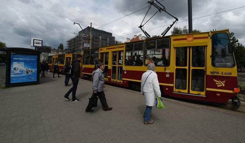 Ciągle nie ma porozumienia między związkowcami z MPK Łódź a zarządem spółki. W piątek urzędnicy ogłosili, że nie ma pieniędzy na podwyżki płac, jakich domagają się związki. Musiałoby to związać się z podwyżką cen biletów, a tego miasto chce uniknąć.CZYTAJ DALEJ NA NASTĘPNYM SLAJDZIE