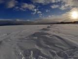 Zamarznięty Bałtyk zapiera dech w piersiach. Niezwykły widok plaży w Świnoujściu