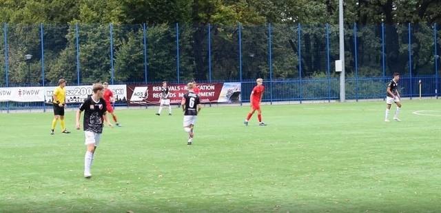 Polonia Warszawa przegrała 0:2 z UKS-em SMS-em Łódź i straciła pozycję lidera w grupie A Centralnej Ligi Juniorów U-17.