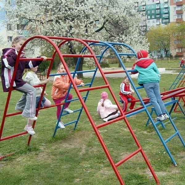Teraz przy ul. Pelczara jest plac zabaw dla dzieci z przedszkola. W przyszłości może tu powstać kaplica.