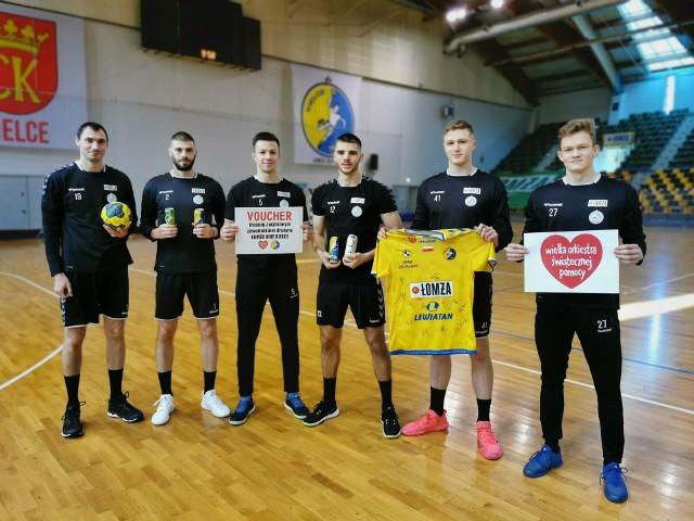 Zawodnicy najlepszej polskiej drużyny piłki ręcznej, Łomża Vive Kielce, zachęcają do wylicytowania treningu z jednym z nich.