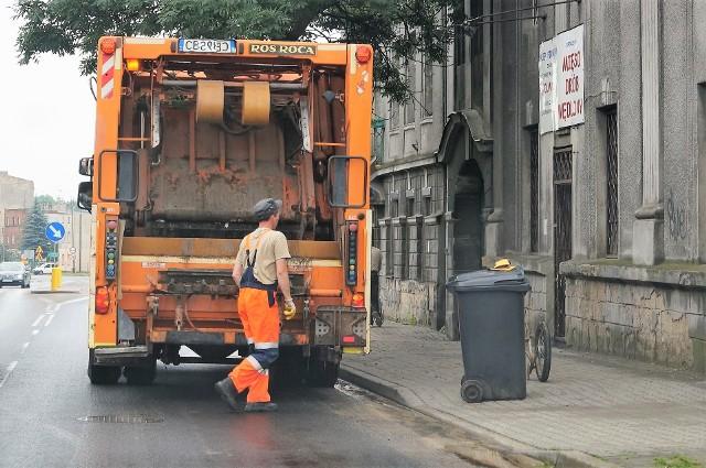 Od 1 czerwca wzrośnie w Inowrocławiu miesięczna stawka opłaty za odpady. Obecnie wynosi ona 25 zł od osoby, a będzie 28 złotych