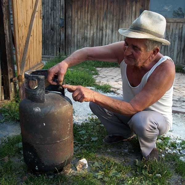 Ryszard Nycek uważa, że jeśli sprawa nie zostanie wyjaśniona może dojść do kolejnej tragedii. - Przecież ktoś jeszcze może trafić na butlę z wadą - mówi mężczyzna.