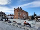 Stare Miasto w Sandomierzu opustoszałe mimo pięknej pogody (ZDJĘCIA)