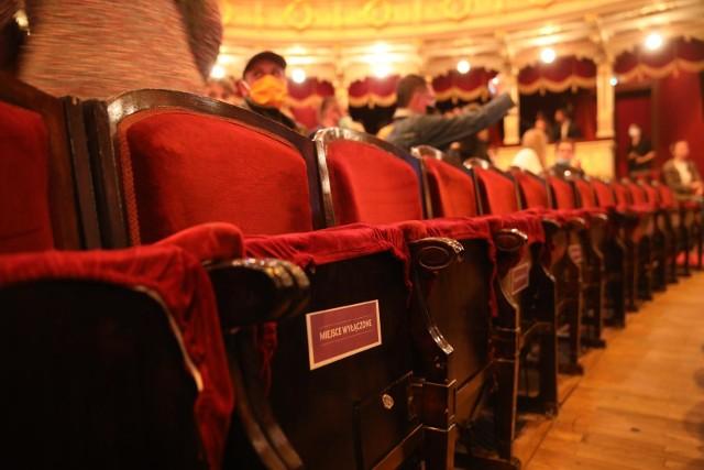 Lato w mieście to okazja, by odwiedzić teatr