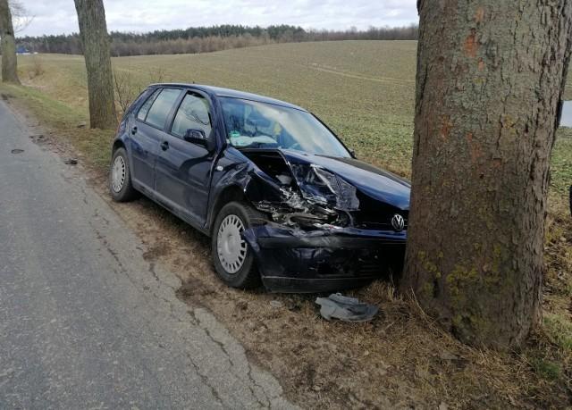 22-letni kierowca volkswagena golfa trafił do szpitala