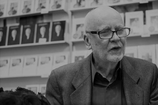 Adam Zagajewski - poeta, eseista, prozaik, przedstawiciel pokolenia Nowej Fali. Autor wielu tomów poezji i esejów zmarł 21 marca w Krakowie
