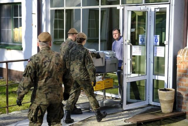 Żołnierzy Wojsk Obrony Terytorialnej będzie można prosić o pomoc za pomorzą formularza online.