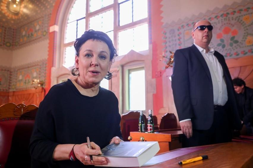 """""""31 prawdziwych Polaków"""" odesłało zniszczone książki do..."""