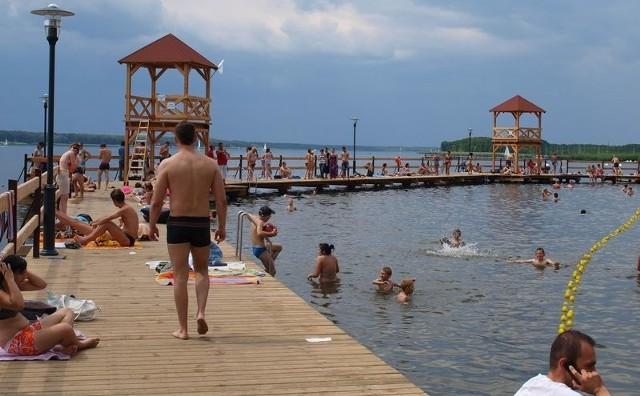 Nowe molo nad Jeziorem Sławskim jest już oblegane przez letników, ale warto wybrać się i w inne rejony miasta