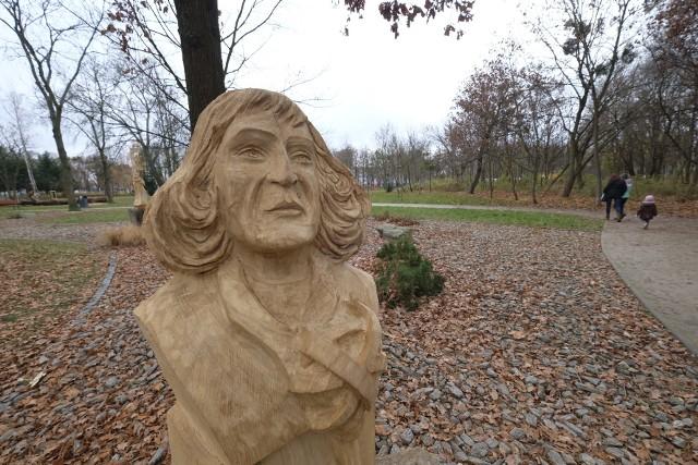 Rzeźby w parku Heweliusza wzbudzają emocje wśród mieszkańców Poznania. A Wam, podobają się?Zobacz zdjęcia --->